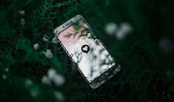 like heart on an iphone screen